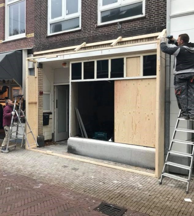 Building with store - Herenstraat